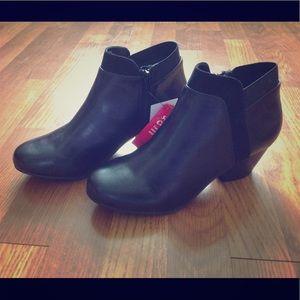 Dexflex Comfort Black Rue Short Boot Ankle Bootie